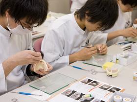 埼玉歯科技工士専門学校歯科技工士のイメージ