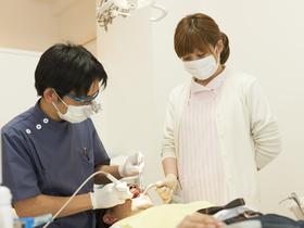 広島ビジネス専門学校キャリアビジネス科 医療秘書総合コース 歯科アシスタントフィールドのイメージ